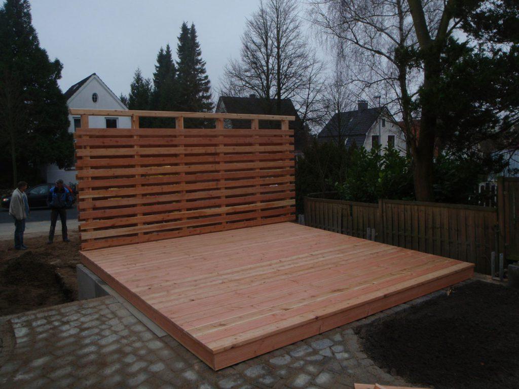 Sichtschutzterrasse aus Holz