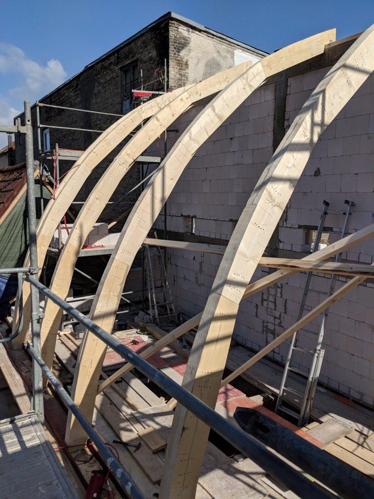 Bau des Tonnendachgebindes