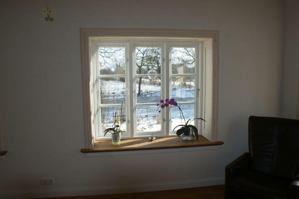 Fenstereinfassung aus Holz